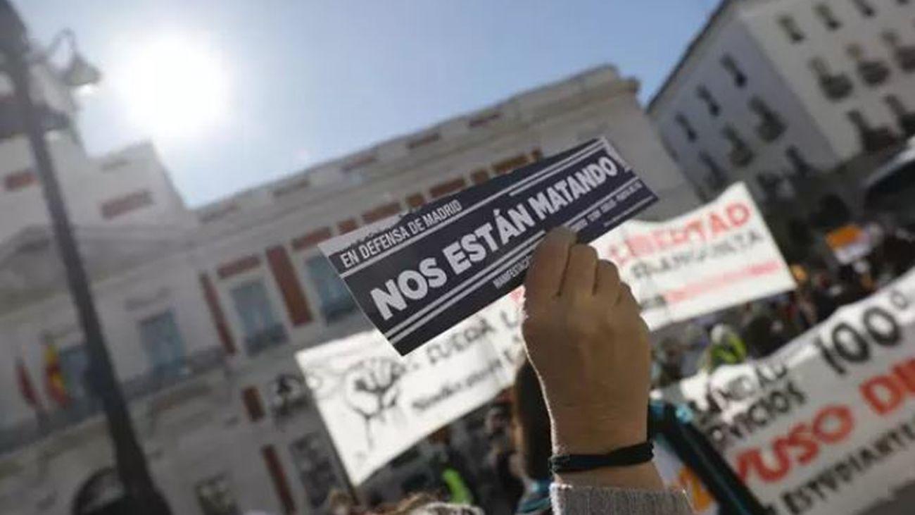 Decenas de personas se reúnen en Callao, pese a la prohibición de la concentración