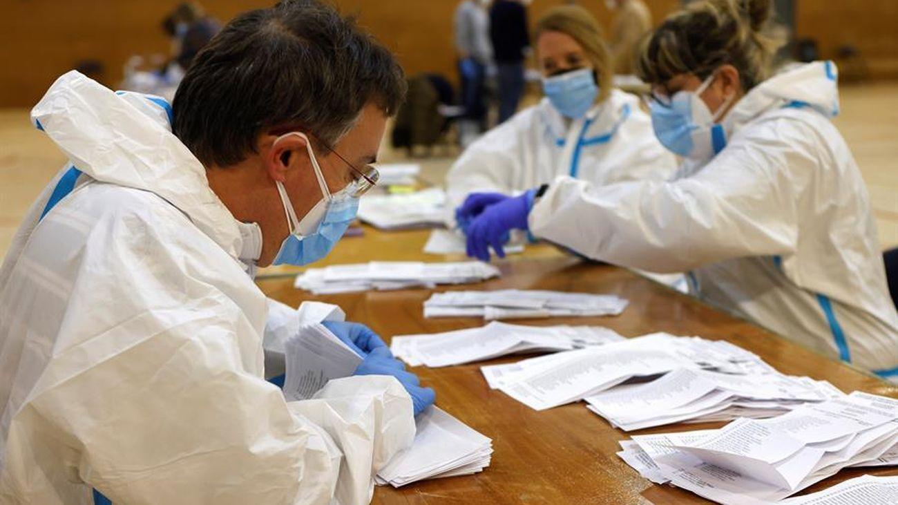Recuento de votos en una mesa electoral en Cataluña