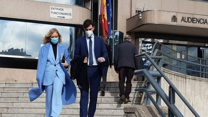 Cristina Cifuentes, absuelta de inducir la falsificación de su máster