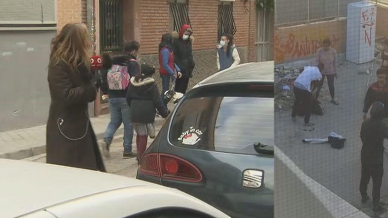 Miedo en un colegio de Carabanchel por los toxicómanos de un edificio okupado que intimidan a los niños