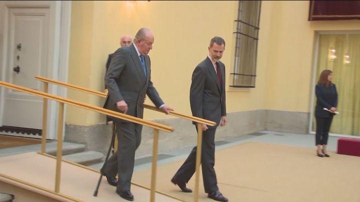 La Zarzuela niega problemas de salud del Rey Juan Carlos y éste asegura que está bien