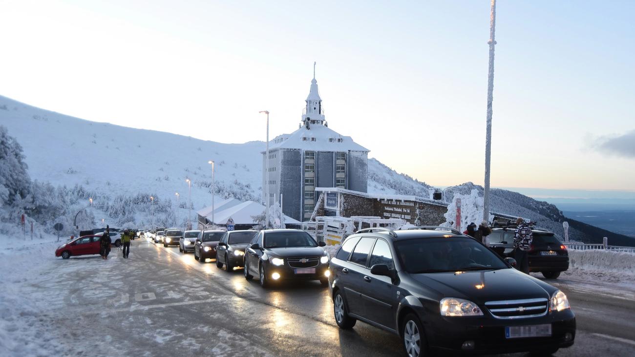 Congestión de tráfico en el Puerto de Navacerrada