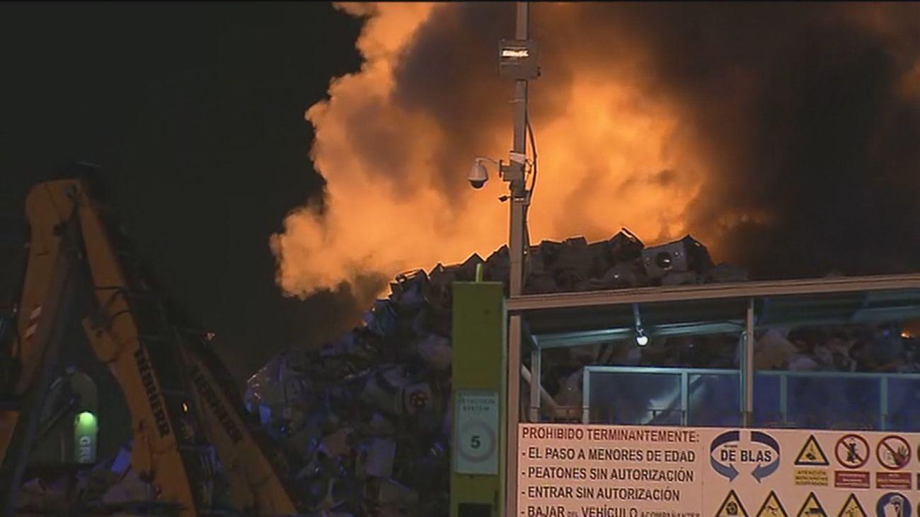 Incendio en una chatarrería en un polígono industrial de Leganés, cerca de Parque Sur