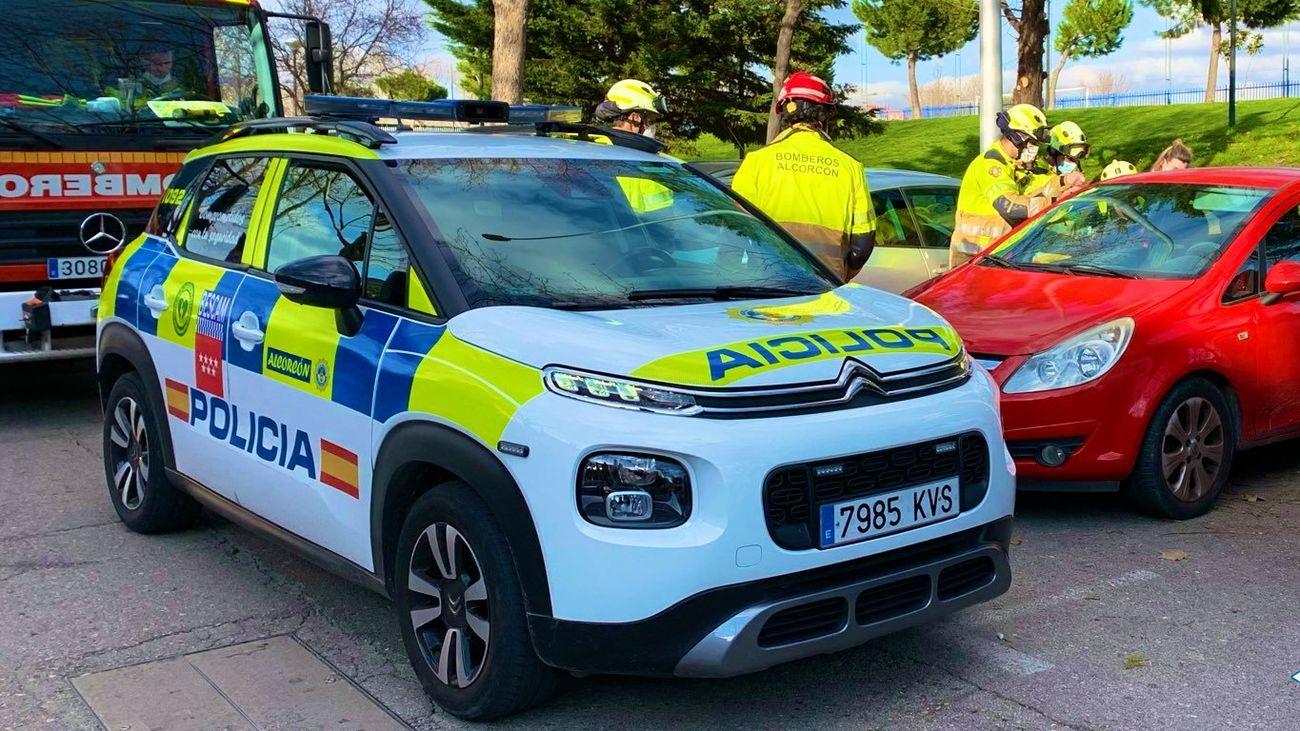 Rescatada una niña de dos años que quedó atrapada en un coche en Alcorcón