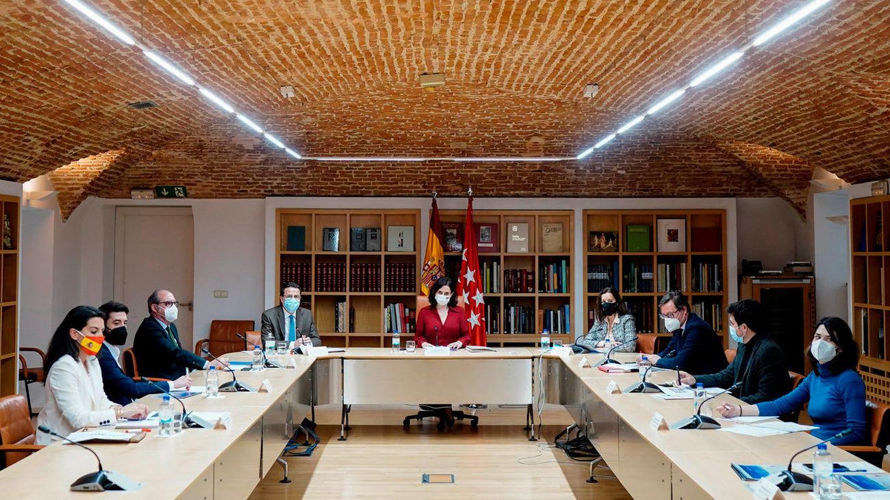 Ayuso presenta a los grupos parlamentarios su estrategia para la reactivación con fondos europeos