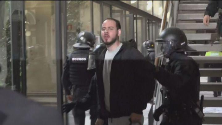 Los Mossos detienen a Pablo Hasel tras atrincherarse en la Universidad de Lleida