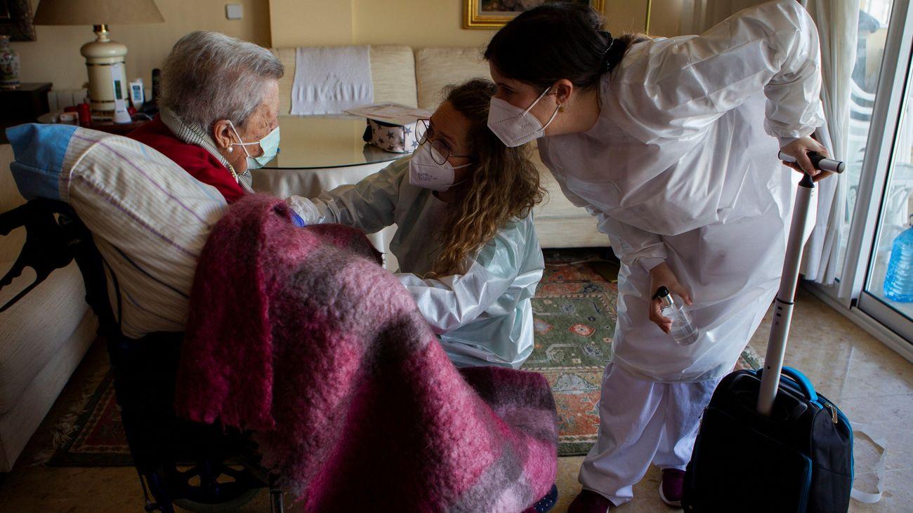 """Pilar Ramos (AMADE): """"El reto ahora es vacunar al resto de personas mayores, no solo de las residencias"""""""