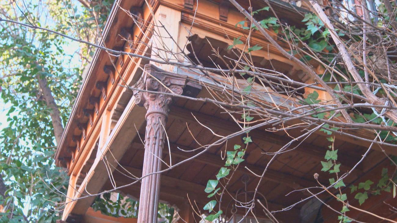 La casa con balcón y patio inglés del 'Madrid moderno'