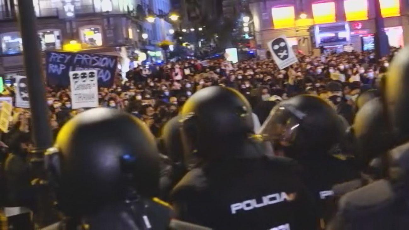 Agresiones y cargas en la Puerta del Sol durante la concentración por el rapero Pablo Hasel