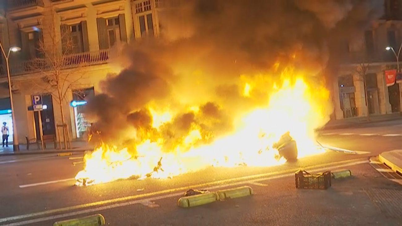 Segunda noche de incidentes en Barcelona en las concentraciones de apoyo a Pablo Hasel