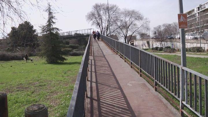Los vecinos de Alcalá denuncian el mal estado de un puente en Los Nogales