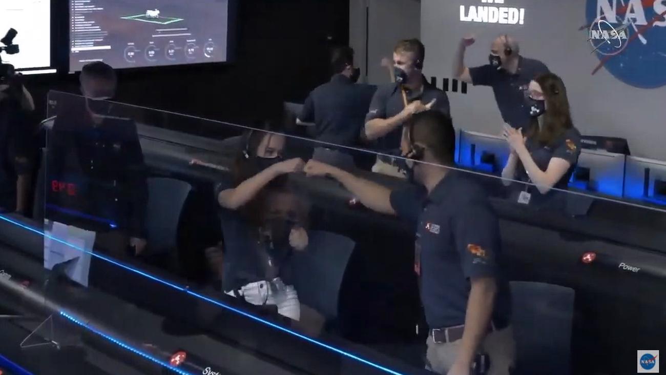 El control de la misión Mars 2020 celebra la llegada de la nave a Marte
