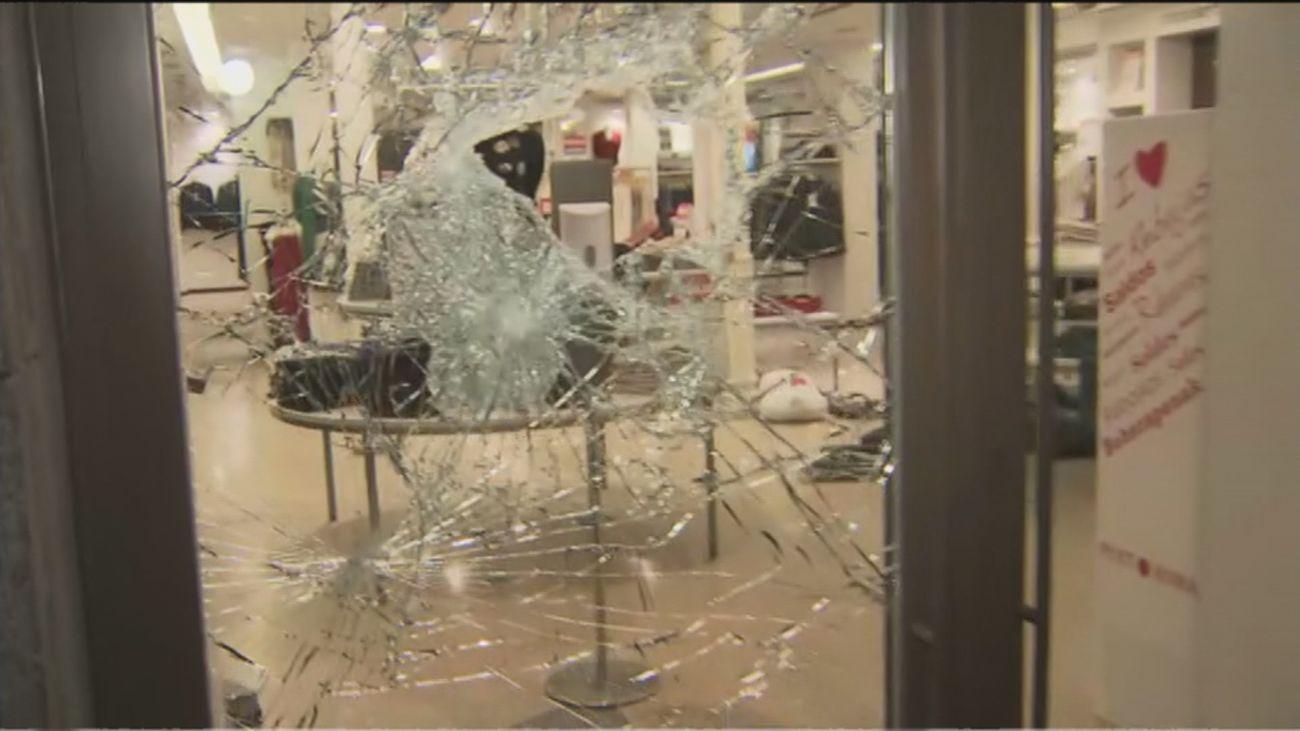 """Vandalismo en las tiendas de Sol: """"Eran muy jóvenes, con cuchillos enormes"""""""