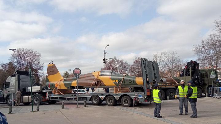 Dos aviones de combate en Latina para la exposición 'Volar, historia de una aventura'