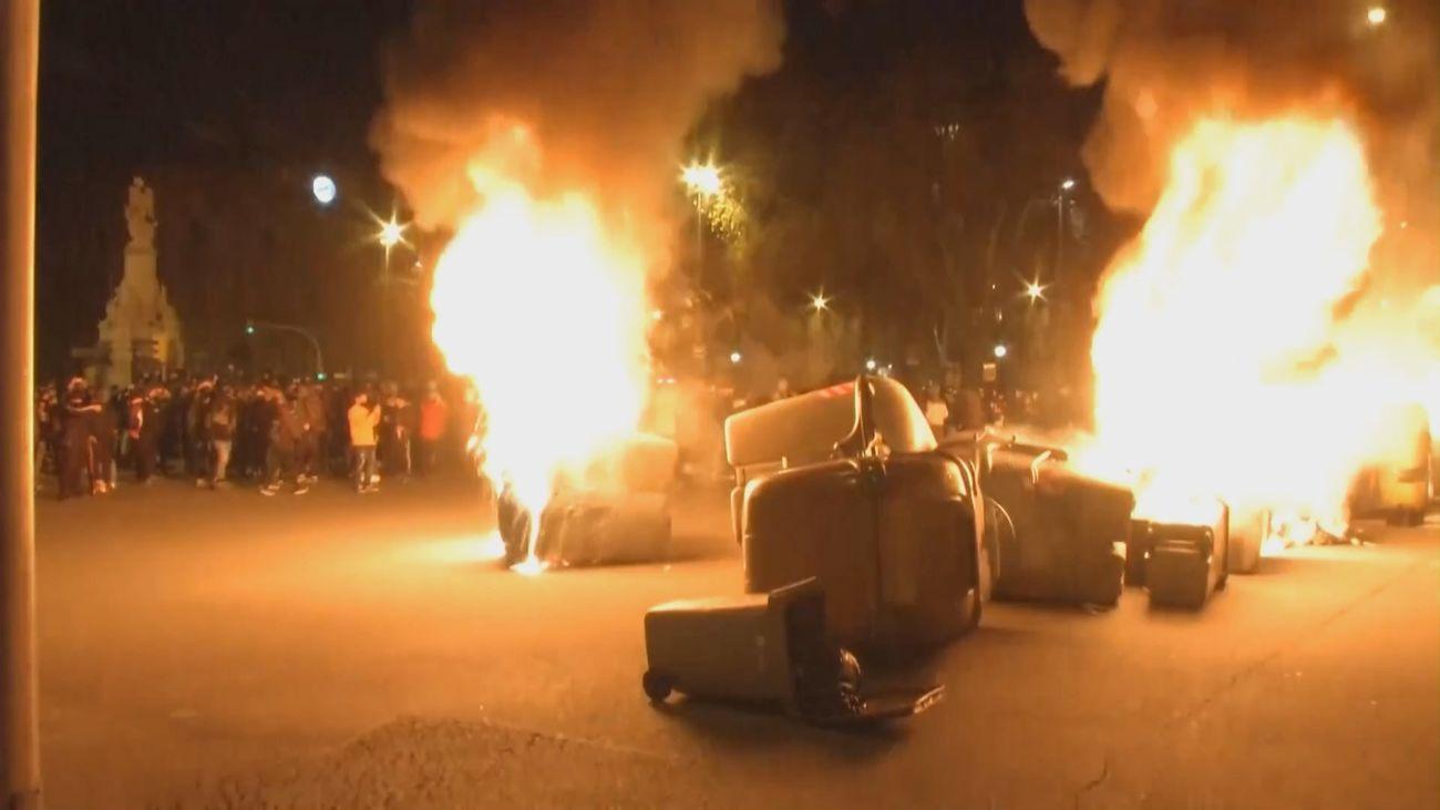 Contenedores en llamas en las calles de Barcelona