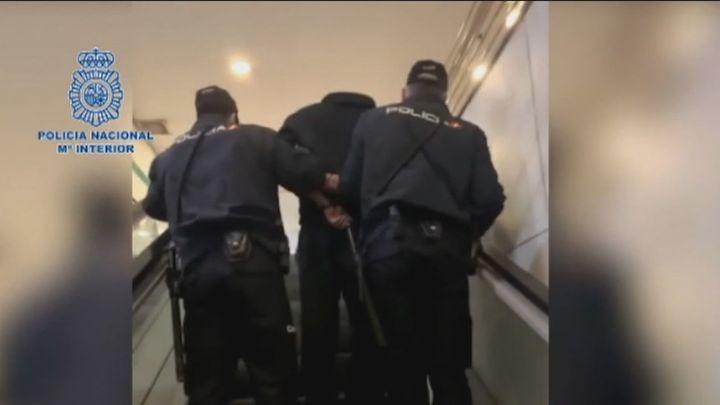 Prisión para un hombre que tenía 71.000 vídeos de mujeres en baños públicos de Málaga