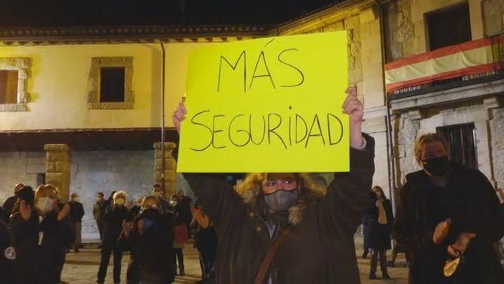 Vecinos y comerciantes de Guadarrama se concentran para denunciar una oleada de atracos
