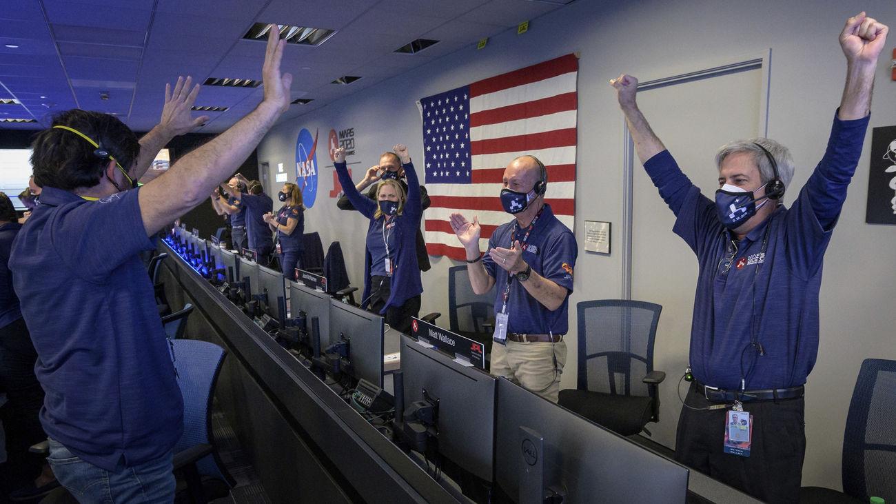La misión más compleja de la NASA a Marte aterriza con éxito