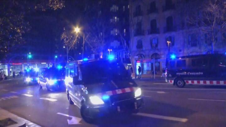 Nuevos saqueos y actos vandálicos en la quinta noche de concentraciones en Cataluña por Hasel