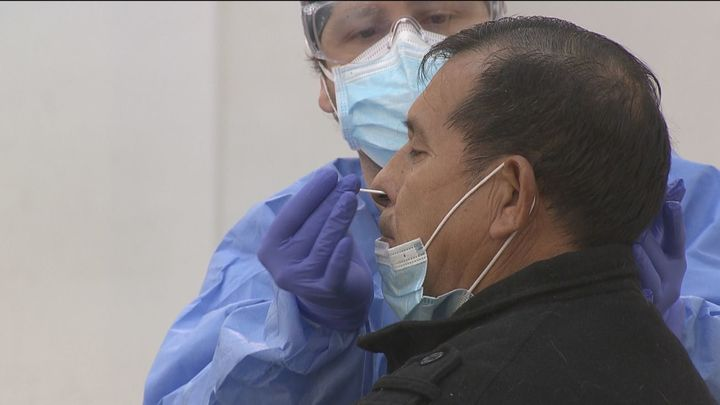 Madrid activa los dispositivos de test de antígenos en nueve zonas sanitarias