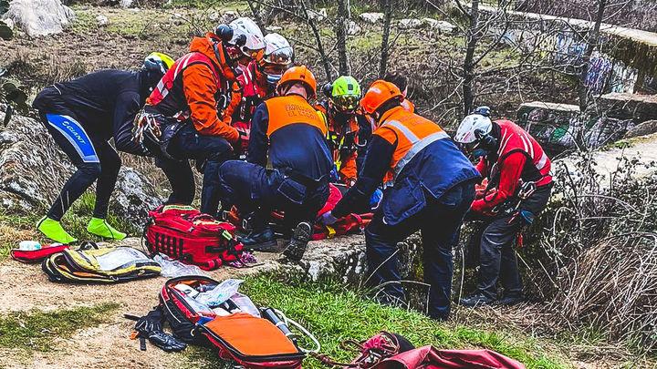 Rescatada por el GERA una ciclista tras sufrir un accidente en El Escorial