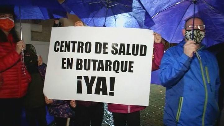 Los vecinos de Butarque se concentran para exigir un Centro de Salud en el barrio