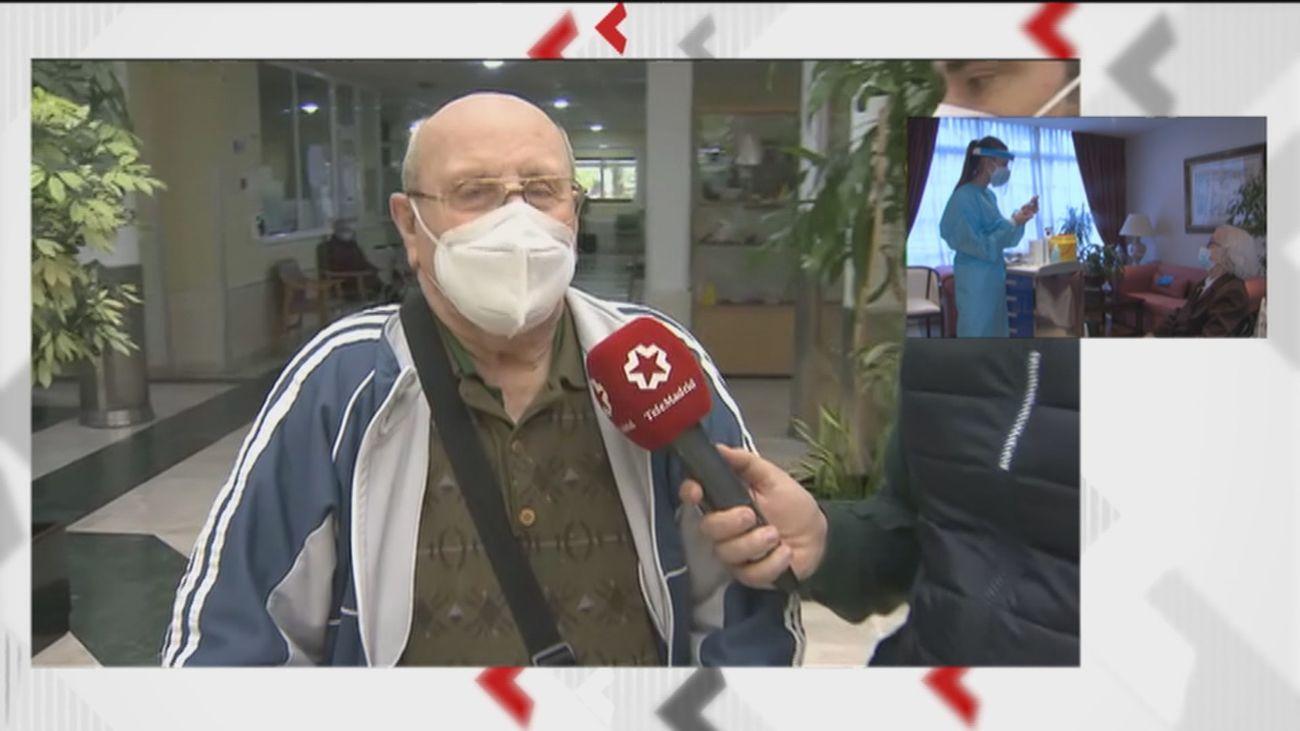 """La """"tranquilidad"""" y """"esperanza"""" por el avance de la vacuna en las residencias de Madrid"""