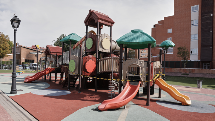 Fuenlabrada desinfecta 33 áreas infantiles para reabrirlaseste lunes