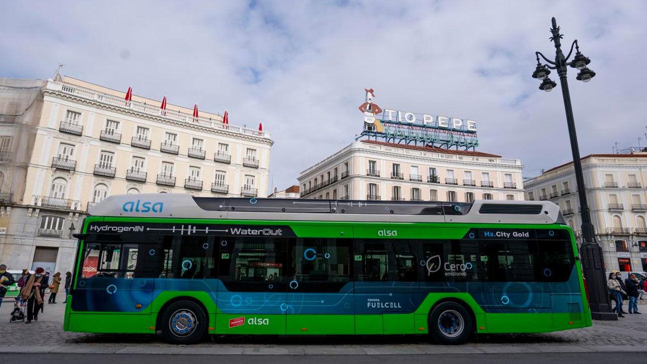 Ya rueda en Madrid el primer autobús de hidrógeno que circula en España