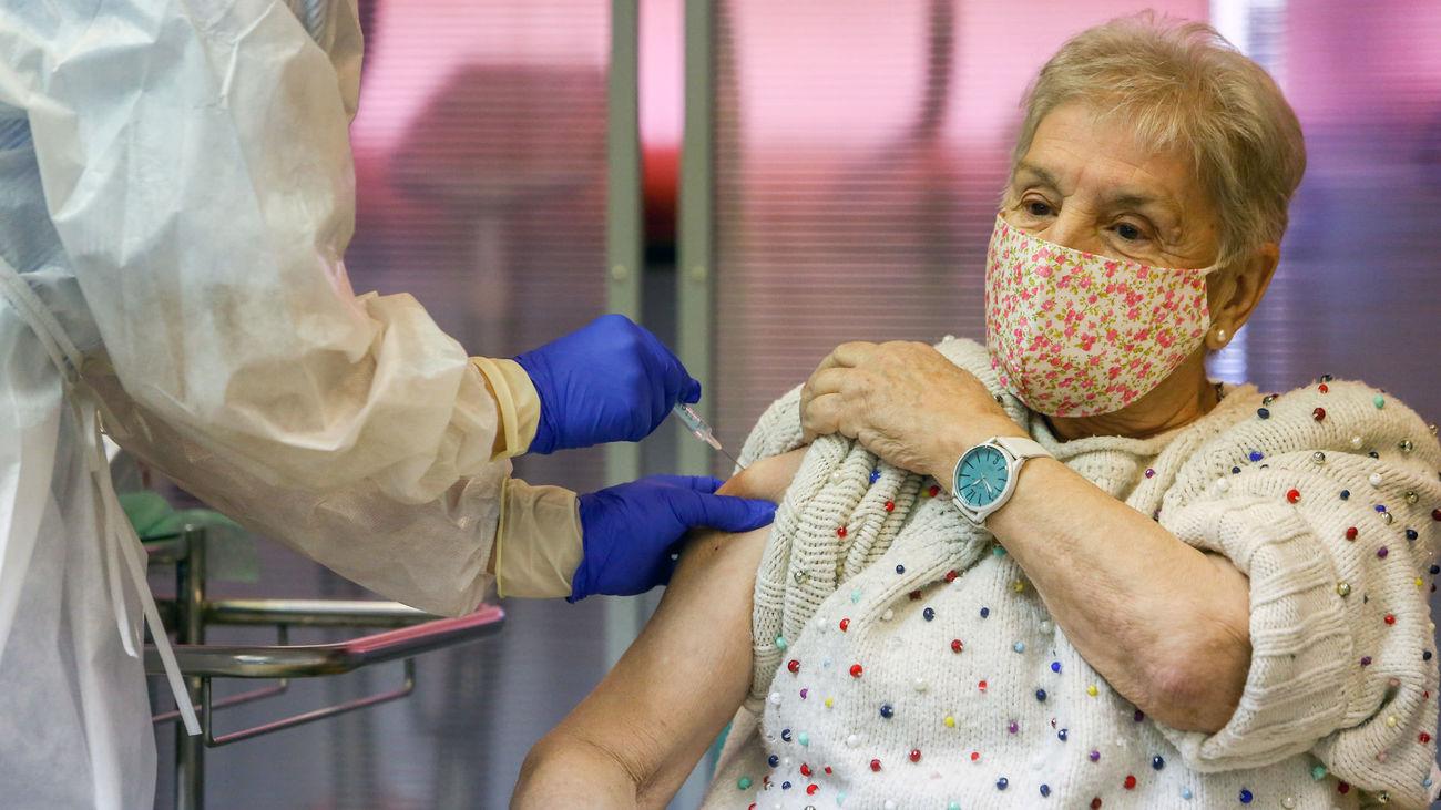 Vacunacion de la covid en un centro de salud de Madrid