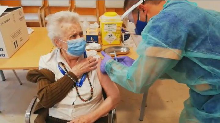 Madrid empezará a vacunar a mayores de 80 años este jueves en los centros de Atención Primaria