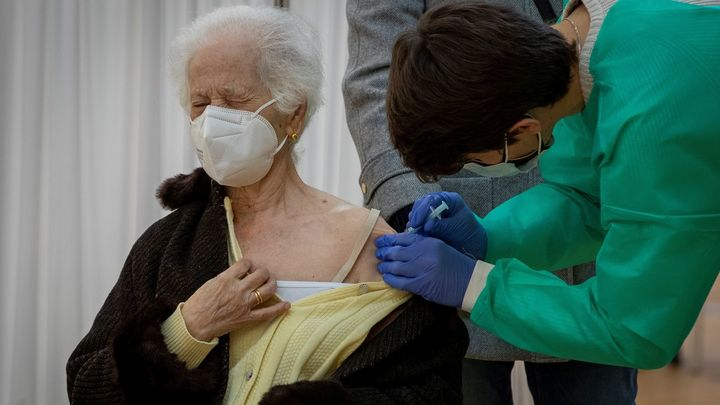 Vacunación y rastreadores, claves para controlar la pandemia