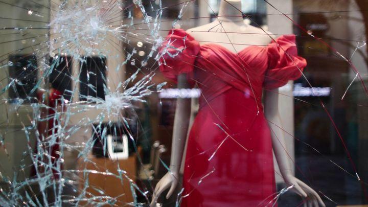 """""""Si lo rompes, lo pagas"""": La fórmula de los Países Bajos para prevenir disturbios"""