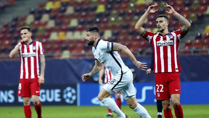 0-1. Giroud castiga a un conservador Atlético