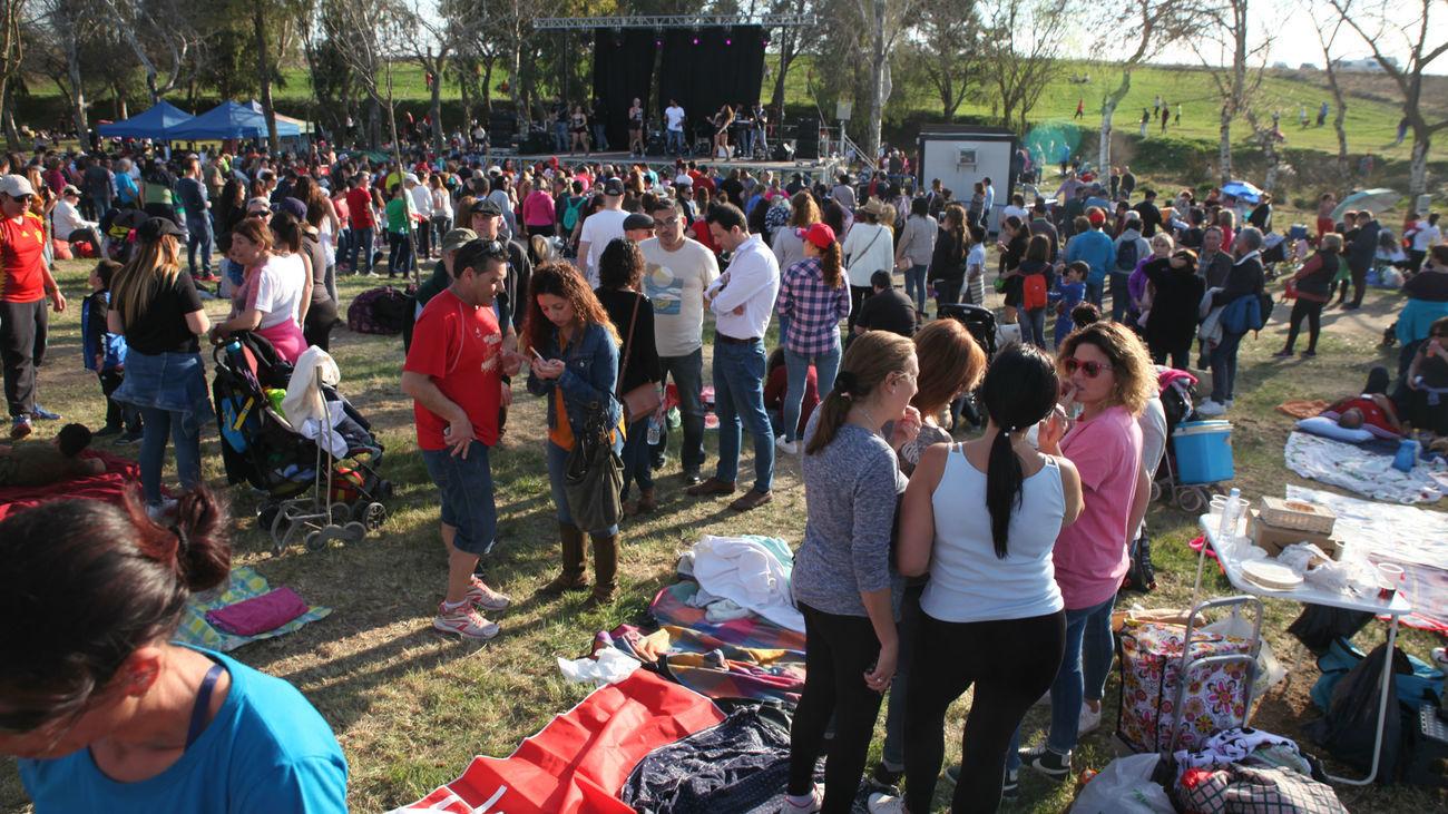Celebración de Santa Juana en un parque de Fuenlabrada