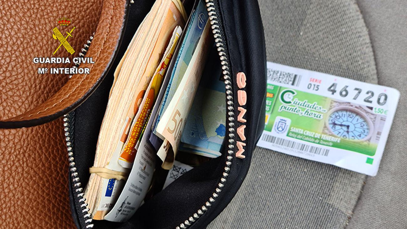 Dinero en metálico incautado a los estafadores de personas mayores