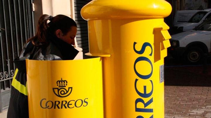 Vecinos de Guadalix recogen firmas hartos del servicio de Correos