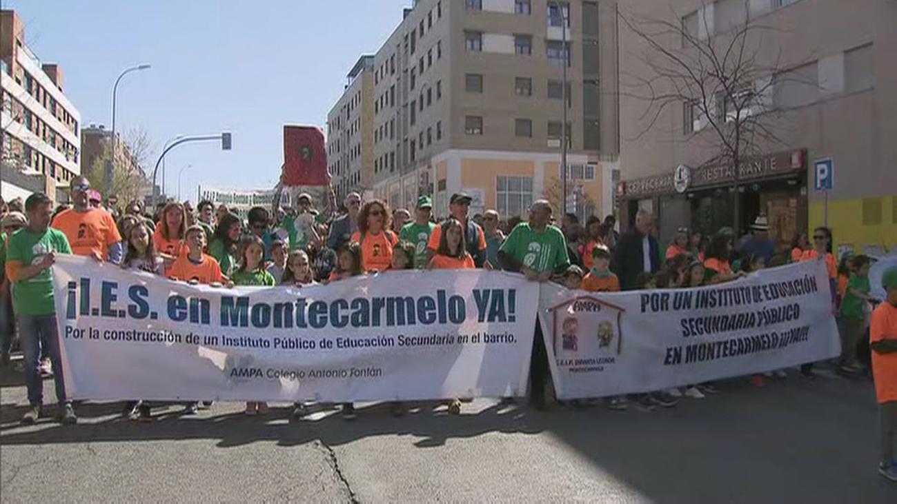 Manifestación de los vecinos de Montecarmelo para reclamar un instituto
