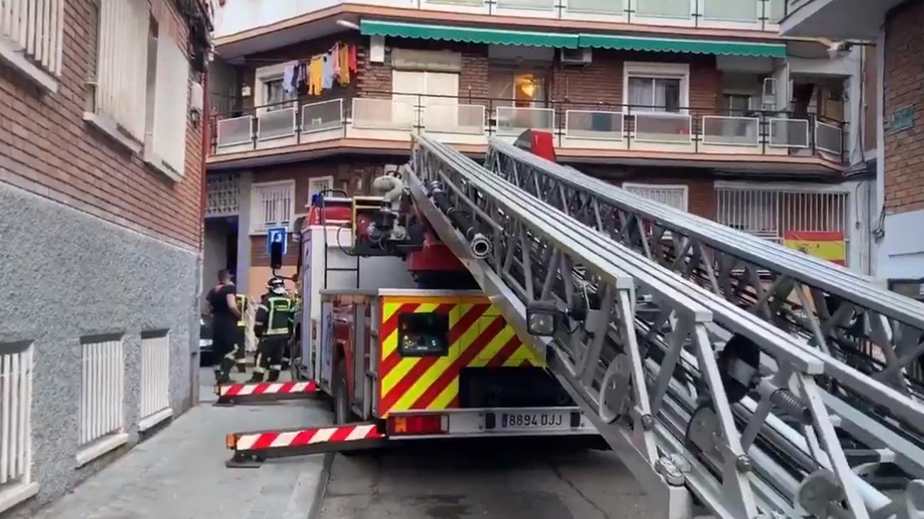 Autoescala utilizada por los bomberos en el rescate de los trabajadores