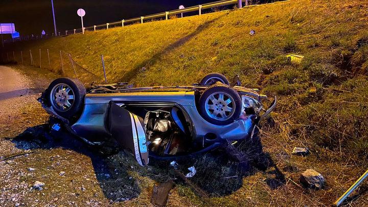 Muere un hombre de 57 años al atravesar su vehículo una rotonda y volcar en Soto del Real