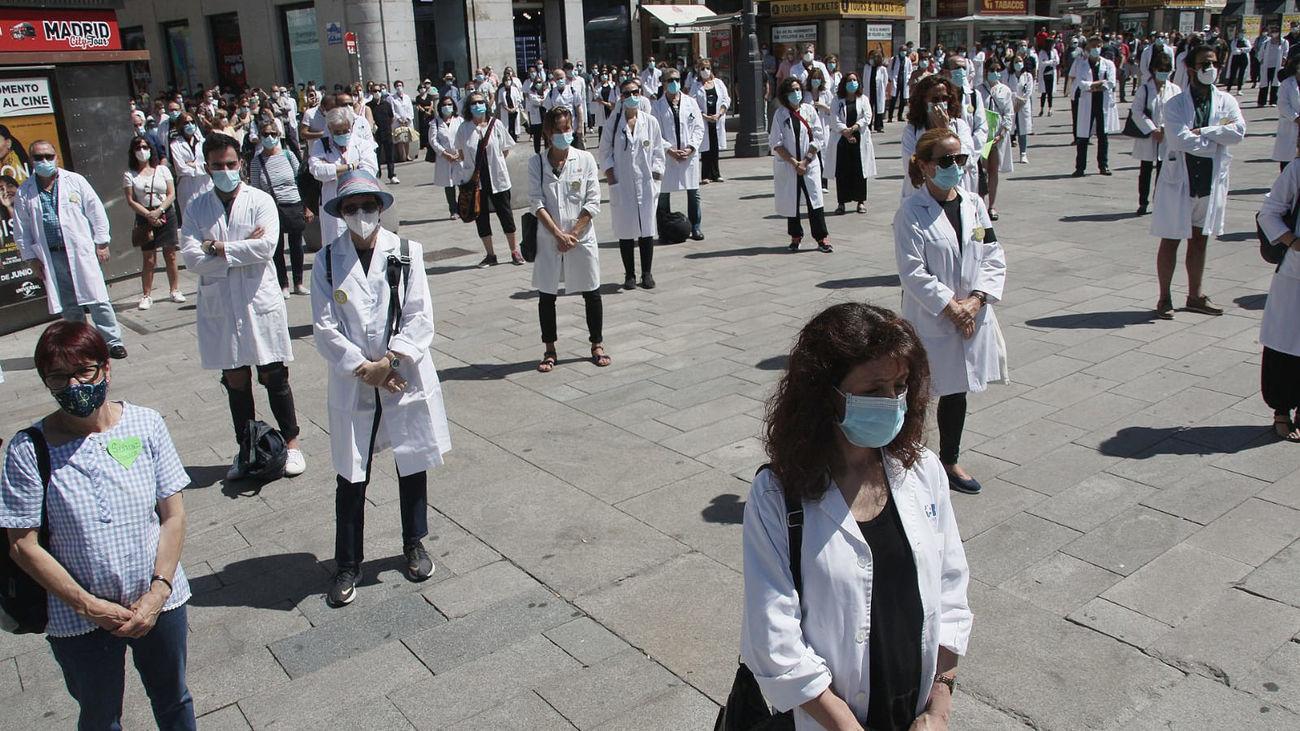 Concentración de Amyts en defensa de la profesión médica