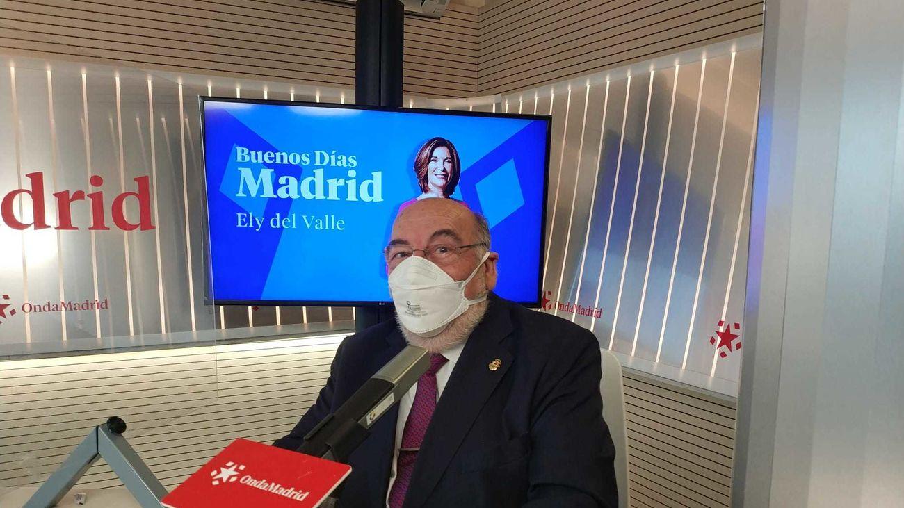 Rafael García Gutiérrez en los estudios de Onda Madrid