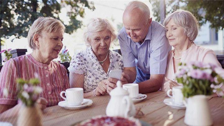 Qué es el 'cohousing': viviendas colaborativas para envejecer entre amigos