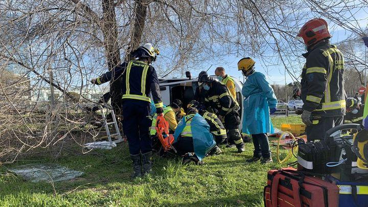 Siete personas heridas de diversa consideración al colisionar dos vehículos en la M-14