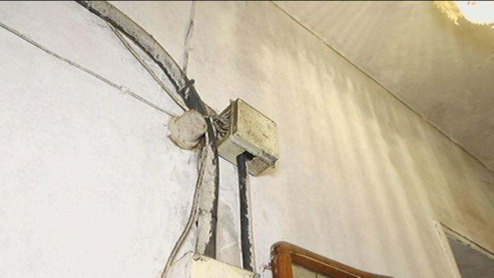 Denuncian vivir en un sótano completamente insalubre, en las cercanías de Príncipe Pío
