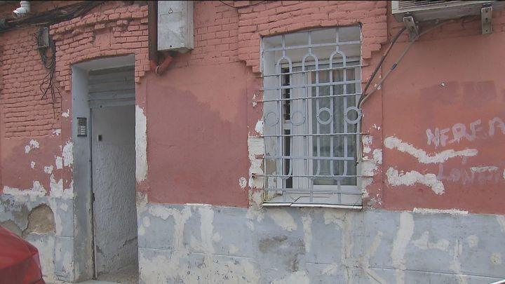 Realojados los 14 vecinos que vivían en la casa de Vallecas que fotografió Robert Capa