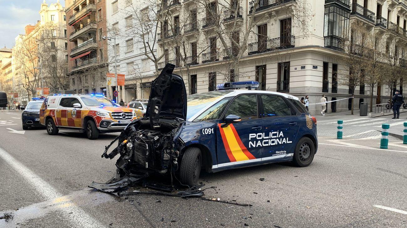 Heridos leves 4 policías y otras 3 personas al estrellarse un coche en Serrano tras una persecución policial