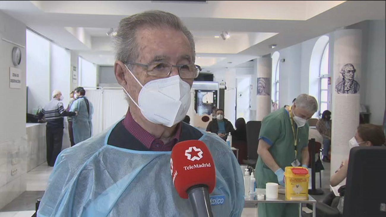 """El Colegio Oficial de Médicos de Madrid vacuna ya a los  médicos """"que no tienen posibilidad de ser vacunados"""" en el trabajo"""