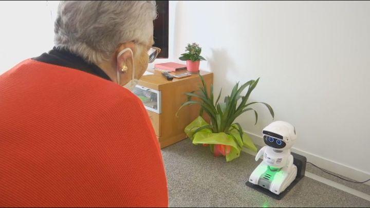 Mayores al cuidado de robots, el proyecto del Ayuntamiento de Barcelona para evitar la soledad