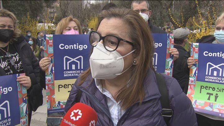 Protesta de los comerciantes del mercado de Moratalaz contra el cambio de gestión
